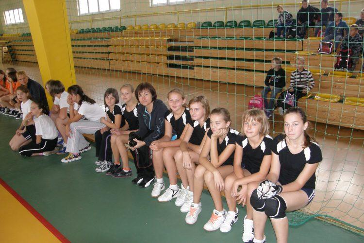 7.10.2010 Zawody w mini piłkę halową dziewcząt.