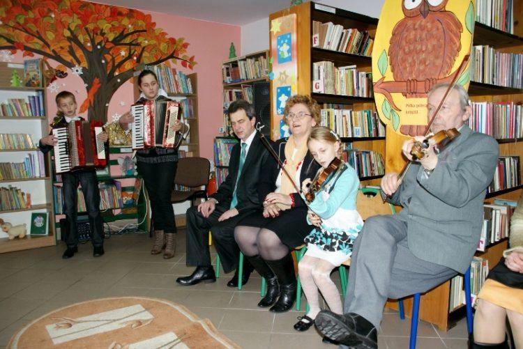 13. 01. 2013 r. w bibliotece w Kaninie odbyło się świąteczne spotkanie kolędowe.