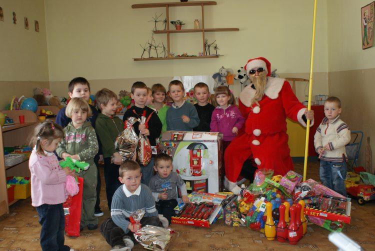 6.12. 2010r.  Mikołaj  odwiedza naszą szkołę.