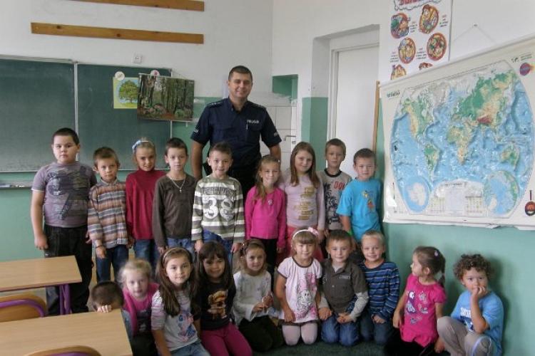 28.09.2012  Spotkanie dzieci młodszych  z policjantem