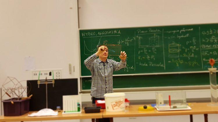 Zajęciach z fizyki na Akademii Górniczo Hutniczej w Krakowie.
