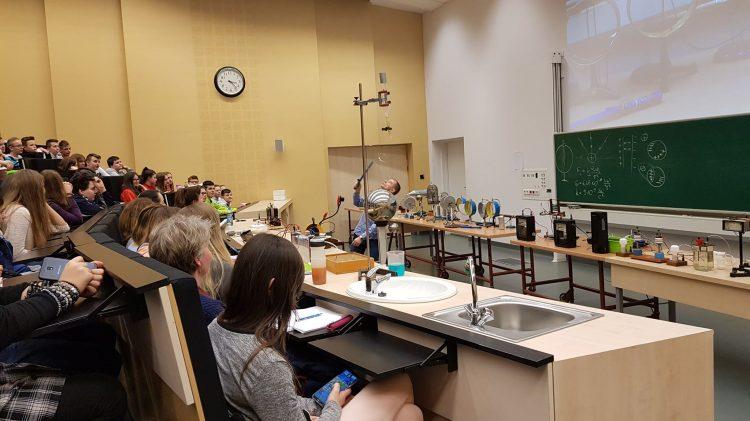 Zajęcia z fizyki na AGH