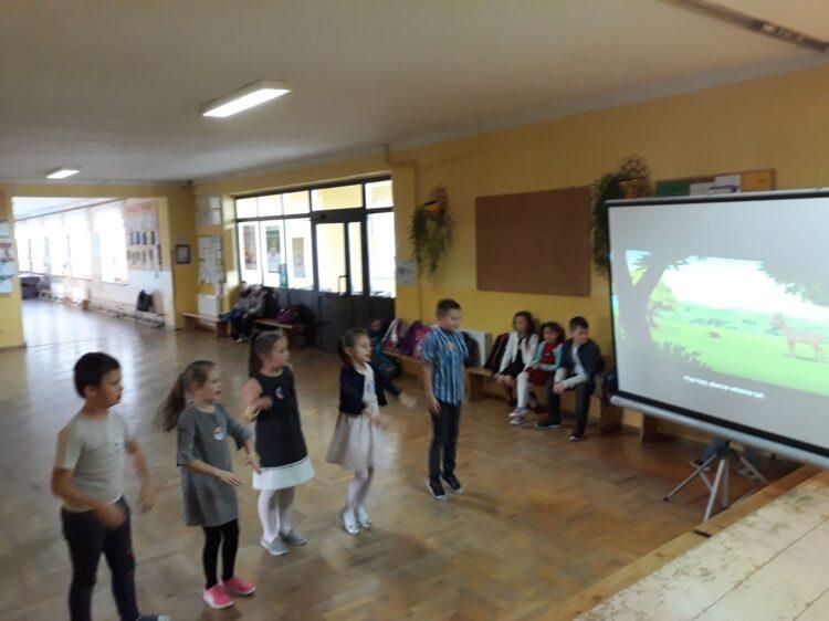 """"""" Muzyczne wygibasy pierwszej klasy""""- czyli przerwy z ruchem- innowacja pedagogiczna"""